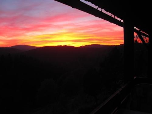Sonnenuntergang vom Balkon – Ferienwohnung am Glockenberg