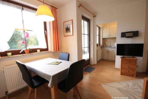 Wohn- /Essbereich mit offener Küche – Ferienwohnung Bergblume