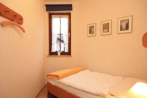 Schlafzimmer 2 – Ferienwohnung Bergblume