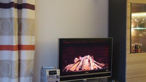 Wohn- /Essbereich mit TV – Ferienwohnung Mauna Kea