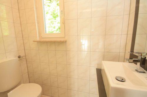 Gäste-WC (Erdgeschoss) – Ferienhaus Huckla