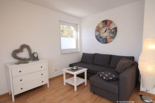 Wohn- /Essbereich mit Schlafcouch und offener Küche – Ferienwohnung an der Seilbahn