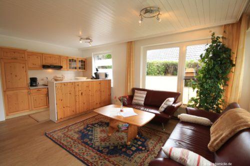 Wohn- /Essbereich mit offener Küche – Ferienwohnung Mohn