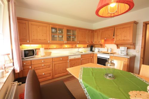 Küche mit Essplatz - Ferienwohnung Rose