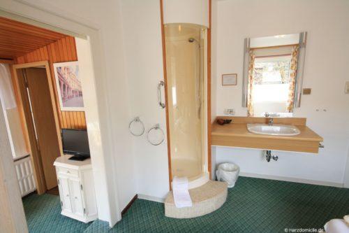 Duschkabine im Schlafzimmer – Ferienhaus Fernblick