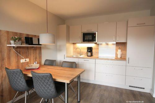 Wohn- /Essbereich mit offener Küche – Ferienwohnung Kurparkperle