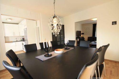 Wohn- /Essbereich mit offener Küche – Ferienwohnung Annie