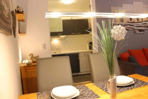 Wohn- /Essbereich mit offener Küche – Ferienwohnung Wurmbergstation