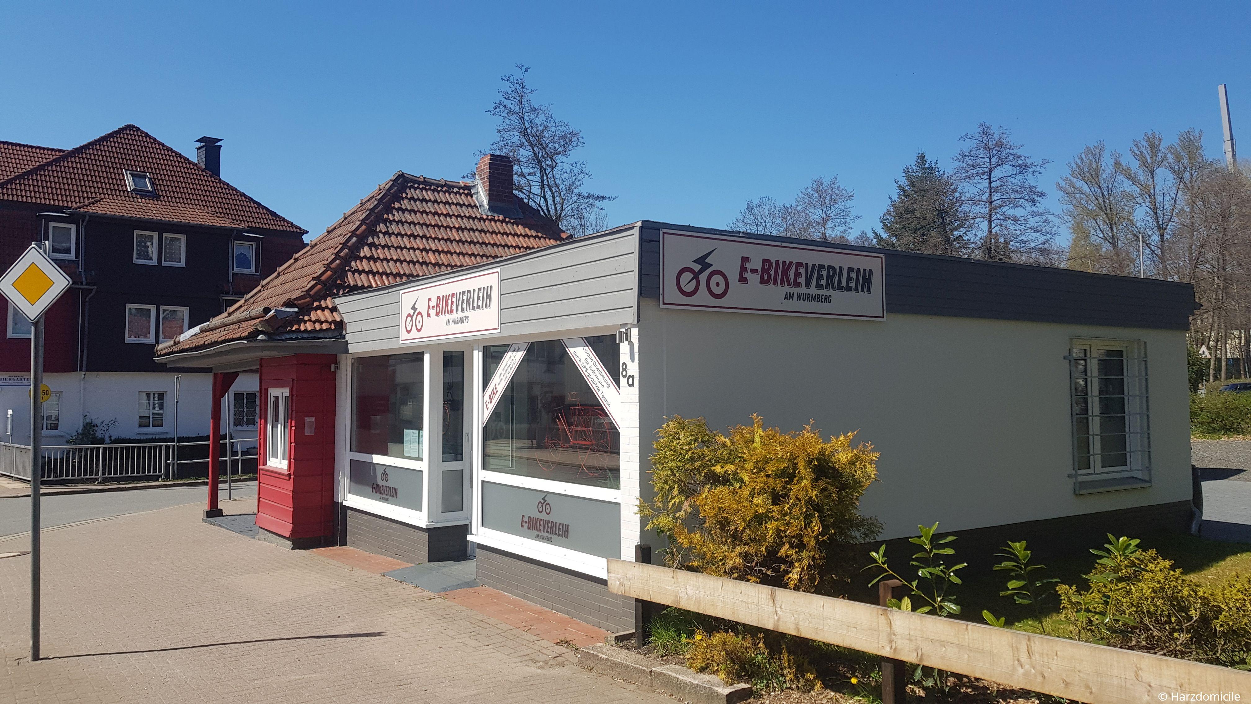 """Außenaufnahme des Fahrradverleihs """"E-Bikeverleih am Wurmberg"""" in Braunlage in der Elbingeröder Str. 8a"""